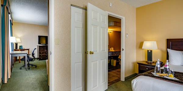 Edmonton rooms - King Corner Suite