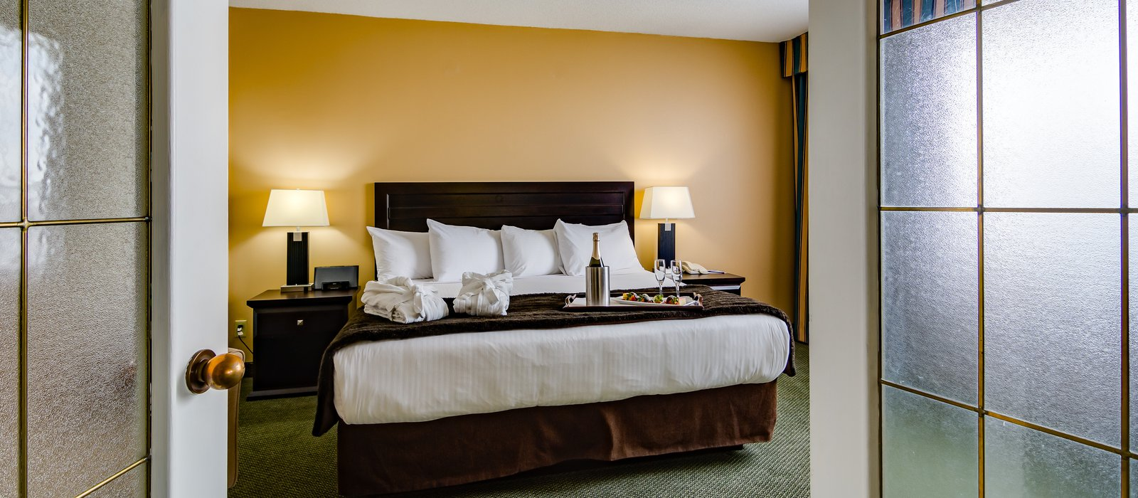 Minimum Bedroom Size For Double Bed Book Edmonton South Hotel Rooms Sawridge Inn Conference Centre